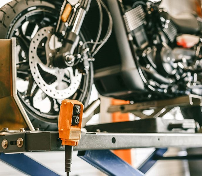 3 Benefits of Using a Hydraulic Motorcycle Lift